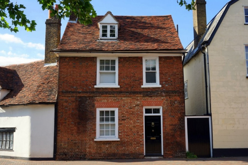 Nine top tips for renting a property